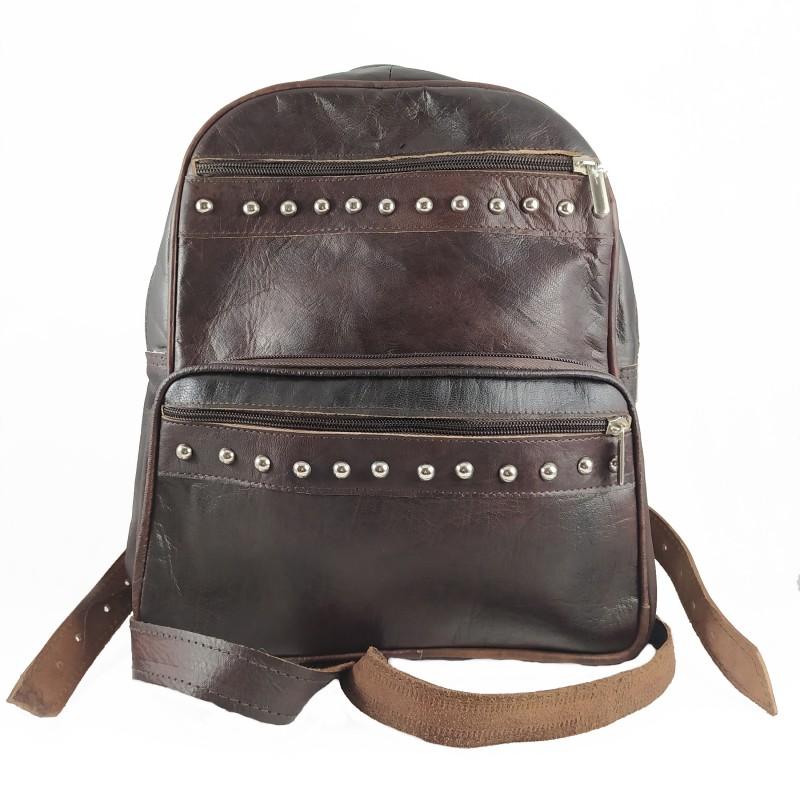 mochila cuero artesanal remaches al frente marrón oscuro.portada 001