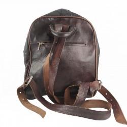 mochila cuero artesanal remaches al frente marrón oscuro.parte trasera 002