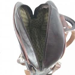 mochila cuero artesanal remaches al frente marrón oscuro. interior 005